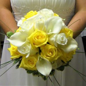 Classic Calla Lily & Rose Bouquet